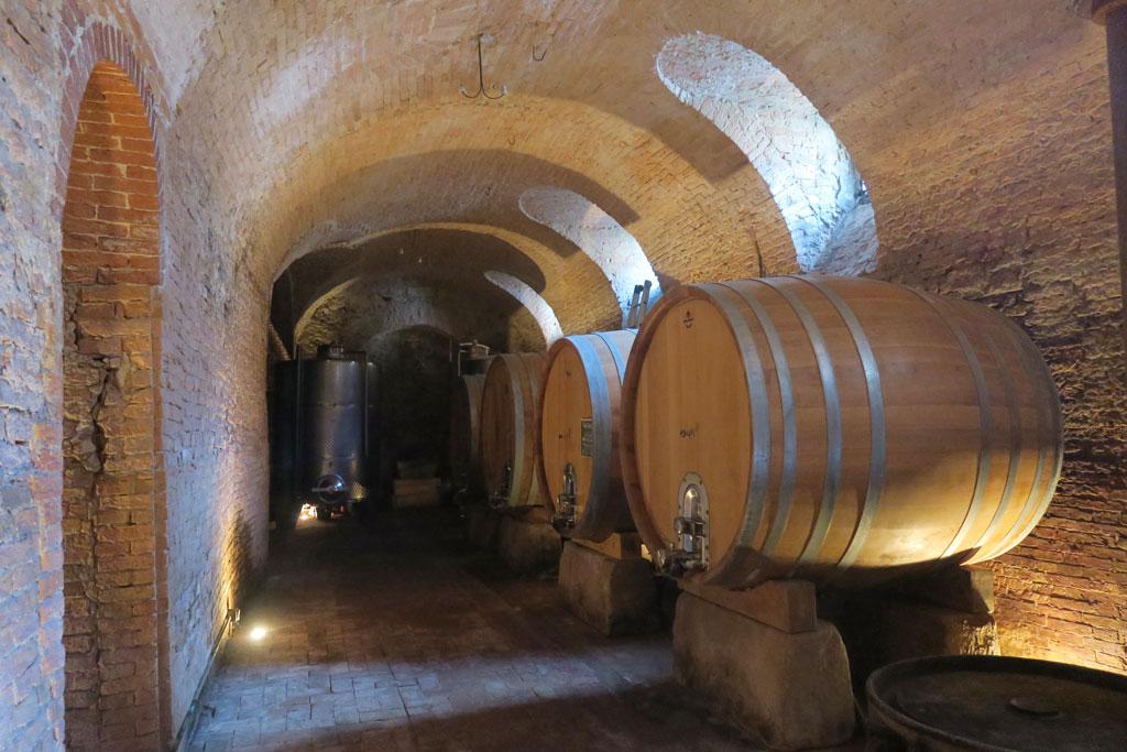温度が一年を通して一定の地下には、ワインが眠ります。